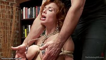 Сногсшибательная русская эротика от изумительной голой гимнастки в носках