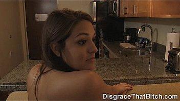 Белокурая шлюха у бассейна в позе 69 сосет проститутке шмоньку и принимает её пальчики в киску