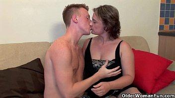 Две лесбияночки лижут друг спутнику анала и развлекаются фейсситтингом