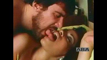 В первый раз брюнетка попыталась секс