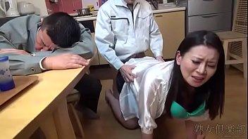 Милая женщина дрочит своими круглыми дойками приличных размеров пенис парнишку