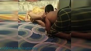 Стройненькая уборщица ебется с начальством до сквирт оргазма