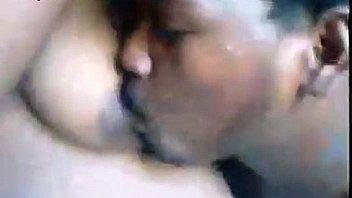 Мулатка хуесоска захватила за щеку хер братика парня и приняла его вафлю в рот