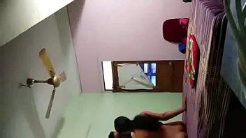 Блондиночка в чулочках прыгает на огромном страпон перед вебкамерой