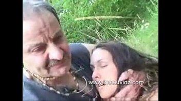 Худенькая сучка согласилась на вагинальный секс после раздевания и обмена оральными ласками